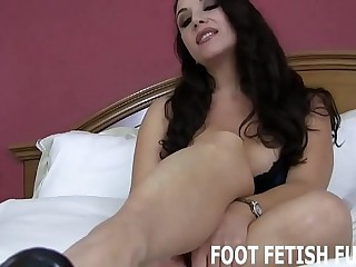 I want to show you my freshly pedicured toes