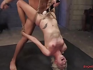 Blondie gets screwed while flapping in the balance